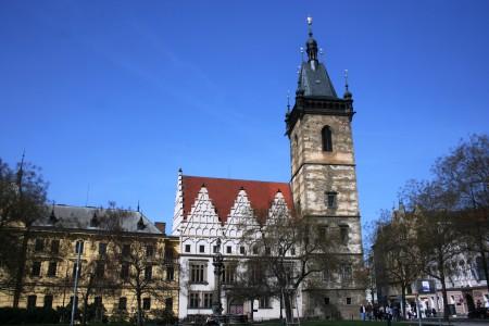 Novoměstská radnice, Peprná procházka, děti a volný čas v Praze, Přijímáme podobojí, padejte!