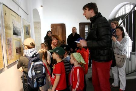 Novoměstská radnice, chodba, Peprná procházka, děti a volný čas v Praze, Přijímáme podobojí, padejte!