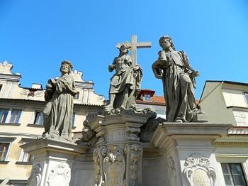 Sv. Kosma a Damián, Peprná procházka, procházky po Praze pro děti, volný čas s dětmi v Praze