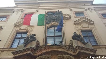 Portál, vchod do Kolovratského paláce, Italské velvyslanectví, Nerudova ulice, Malá Strana